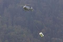 Flying Shit (Alvaro Aviation) Tags: switzerland aviation sling helicopters eurocopter militaryaviation lifting helos meiringen axalp swissairforce ef300mmf28lisusm schweizerluftwaffe cantonofbern canon5dmarkii ec635p2 ef14xextenderiii axalp11 abmeiringen