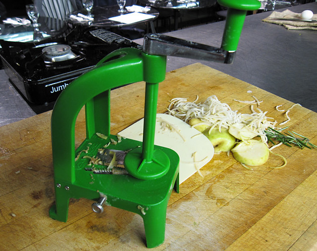 Daikon swirler machine