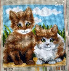 klaar: 2 katjes (borduursarahh) Tags: borduren kruissteek