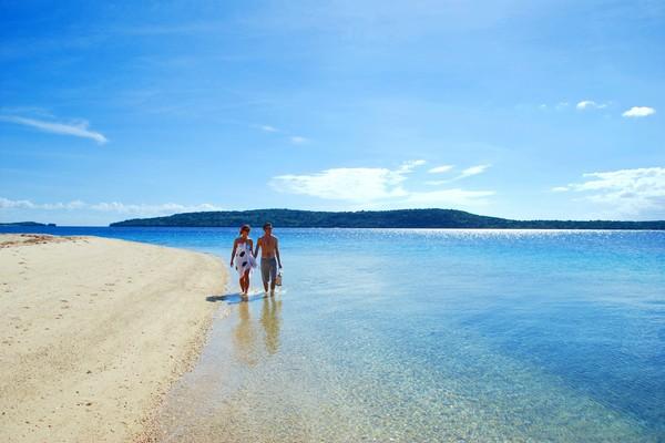 The Havannah Vanuatu - couple beach