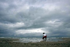 There is hope (Explore) (Machiel Taal) Tags: family beach child frankrijk applause deauville autofocus thegalaxy platinumheartaward thebestofday gnneniyisi ringexcellence dblringexcellence tplringexcellence artistoftheyearlevel2 aboveandbeyondlevel1 flickrstruereflection1 flickrstruereflection2 flickrstruereflection3 flickrstruereflection4 eltringexcellence aboveandbeyondlevel2 aboveandbeyondlevel3