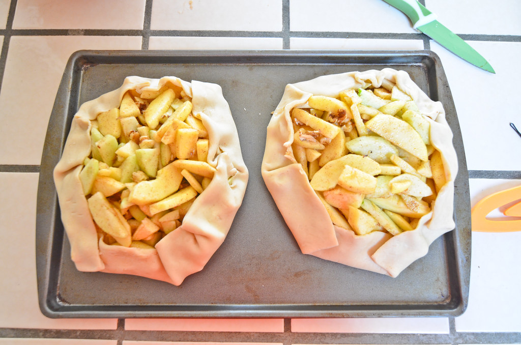 making apple galettes