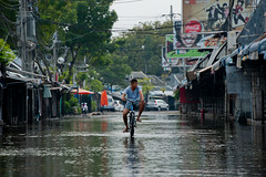 Flood in Bangkok 2011 #21 (thai-on) Tags: street city people bicycle shopping thailand nikon flood bangkok culture disaster d3