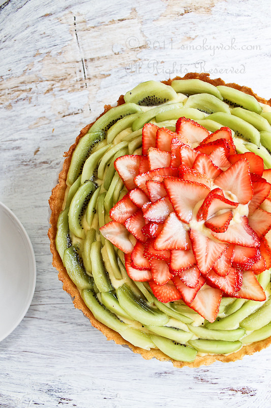 Strawberry and Kiwi Fruit Tart (with Pastry Cream)