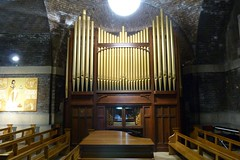 Organ in Lutyen's crypt. (Puerto De Liverpool.) Tags: lighting architecture liverpool lights piano pews brickwork churchorgan hopestreet paddyswigwam merseyside listedbuilding liverpoolcitycentre thecatholiccathedral themetropolitancathedral lutyenscrypt