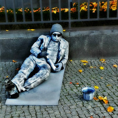 StatueMan (BphotoR) Tags: street city november autumn man art stone germany deutschland glasses bottle kunst strasse herbst son stadt mann flasche alu kunstmann supershot abigfave bphotor