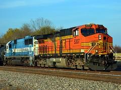 BNSF 5307,EMDX 9006.