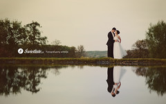 swietliste-fotografia-slubna-dla-wymagajacych-plener-romantyczny-na-jeziorem