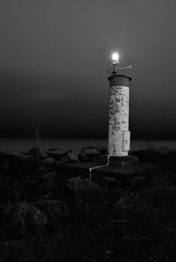 Lighthouse (L*Ali) Tags: park longexposure light bw lighthouse ontario canada lightpainting colour night earlymorning windy scarborough 2012 lali sigma1770mm nikond3000