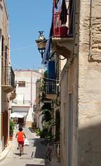 fra vicoli e case di pescatori (costagar51) Tags: italy italia mare sicily sicilia trapani isola egadi marettimo anticando regionalgeographicsicilia rgsstreetphotography