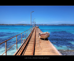 Vivonne Bay, Kangaroo Island, South Australia (II) :: HDR (Artie | Photography :: I'm a lazy boy :)) Tags: sea nature water photoshop canon landscape bay landscapes boat jetty tripod cyan australia wideangle adelaide cloudless southaustralia ef 1740mm f4 hdr kangarooisland artie cs3 3xp llens photomatix tonemapping tonemap vivonnebay vivonne 5dmarkii 5dm2