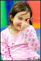 Thumbs Up! (Alan Mezzomo) Tags: birthday pink blue red party portrait cute verde green colors girl up azul cores geotagged fun kid nikon funny colours child sweet expression retrato flash 85mm rosa vermelho expressive cousin criana prima festa thumbs menina fernanda fefe gracinha priminha expresso sb800 d90 5yo geo:lat=29826418715462097 geo:lon=5114478285806126
