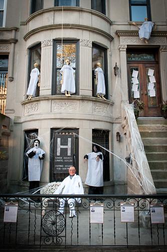 HalloweenExterior2011-19