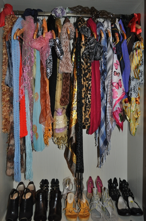 how to organize scarves