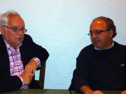Gabino Perez de Albeniz y Jose Maria Bilbao en los Cafes Coloquio de Larruzz by LaVisitaComunicacion