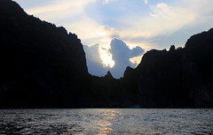 Koh Phi Phi Ley - Sunset (pixiprol) Tags: sunset cloud point thailand island soleil asia phi view coucher ile ley asie koh nuage siam leh vue isla