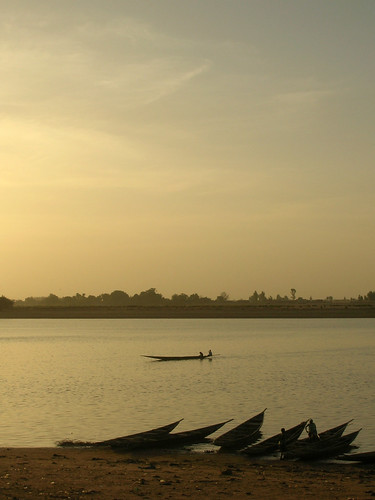 Fishing boats in Mopti, Mali, Africa. Photo by Hong Meen Chee, 2008