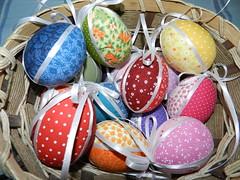 Casca de Ovos encapados para arvore de pascoa (Pimenta Arteira) Tags: artesanato patchwork arvore pascoa ovo tecido galho casca decoraa osterbaum