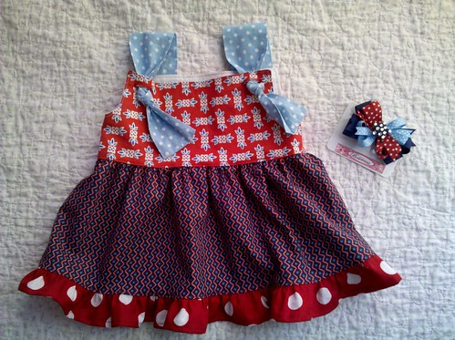 L's 4th of July top and bow!