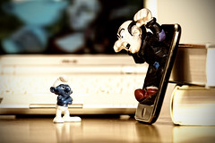 "I hate ""live"" phone calls. (Maurizio Contini) Tags: canon laugh nothing smurfs hdr maurizio schlmpfe pitufos puffi contini schtroumpfs barrufets  ringexcellence"