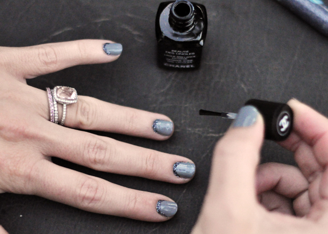 gray nails for fall with glitter