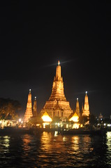 Wat Arun @ Apsara River Dinning Cruise (carlosmelia) Tags: gay thailand bangkok lgbt apsara thaifood banyantreehotel beentheredonethat gaytravel riverofthekings iglta carlosmelia cmbycarlosmelia carlosmeliablog dinningcruise chraopraya