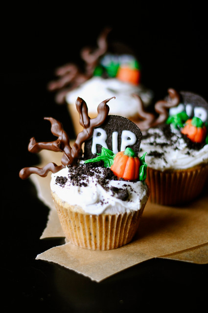 Spooky Graveyard Halloween Cupcakes How To Simplify