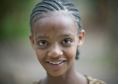 Ethiopian eyes - Ethiopia (Eric Lafforgue) Tags: africa people colour girl smile face look childhood smiling horizontal youth outside outdoors person kid child portait joy headshot jeunesse innocence ethiopia hairstyle enfant fille sourire bonheur naivete personne humanbeing joie tete visage hapiness regard contemplation coiffure afrique dehors hairdress eastafrica enfance abyssinia ethiopie sourir exterieur lookingatcamera 4594 abyssinie vueexterieure coloredpicture photocouleur afriquedelest traditionalhairstyle etrehumain regardantlobjectif coiffuretraditionelle colouredpicture