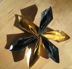 Gold Fish Flower (Vielfaeltig2010) Tags: snowflake flower star origami blume stern schneeflocke papierfalten modularflower soksong modulareblume gffmodular
