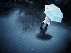 Umbrella swirl (sparth) Tags: blue reflection rain umbrella washington 4 daughter running rainy redmond iv ricoh parapluie bleachbypass grd sooc ricohgrdiv ricohgrddigitaliv