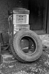 Sem nome (Gustavo Souza - gustavomes@yahoo.com.br) Tags: blackandwhite ruins sopaulo lixo pretoebranco 18105 runas d90 18105mm