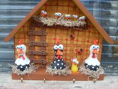 """Deu a louca no galinheiro (""""DAI DUARTS"""") Tags: cold de galinha biscuit da porta feliz porcelain chaves angola fria galinheiro porcelana pintinhos"""