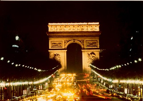the-arc-de-triomphe-at-night-thomas-bezigian
