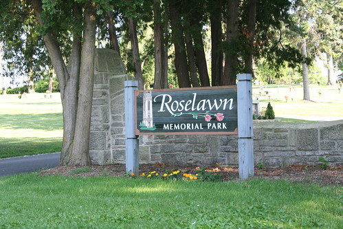 Sign at north entrance to Roselawn Memorial Park