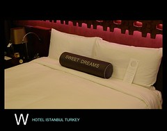 Gorgeous bed, a beautiful mood // The W Hotel Istanbul // @ Akaretler // Beşiktaş // Istanbul // Turkey // Embrace the Location!