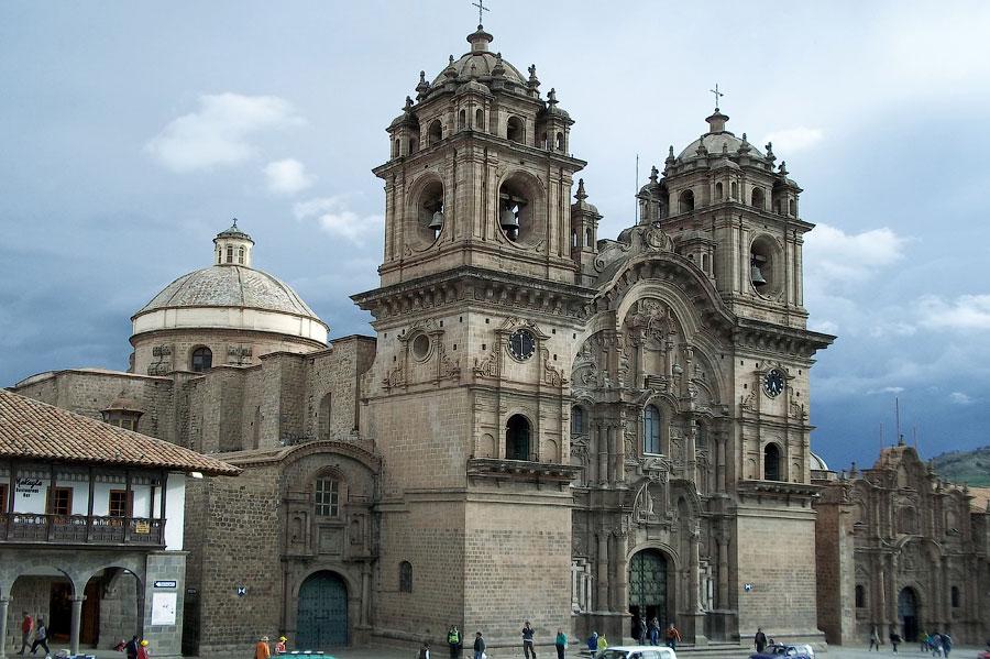 Плаза дэ АрмасПлощадь Пласа-де-Армас в Куско: Центр земли (Куско, Перу)