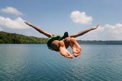 jumping the Jellyfish Lake (green.pit) Tags: travel lake water indonesia ed jump reisen nikon asia asien southeastasia sdostasien jellyfish action pit explore borneo 28 nikkor dslr f28 afs timur indonesien gettyimages dx 128 kalimantan 247028 2470mm 2011 2470 128g kaltim d7000 nikond7000 pitgreenwood