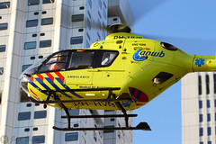 Lifeliner 1 landing at the Erasmus hospital in Rotterdam. (Jan Beima) Tags: rotterdam chopper aviation flight helicopter heli helicóptero eurocopter hover rotor hubschrauber maa ec135 hélicoptère helikopter anwb elicottero rotorcraft elisoccorso lifeliner beima máybaytrựcthăng phhvb helikopterfoto helikoptert janbeima helikopteria helikopterrel helikopte helicopterfoto helikopterfotonl helicopterfotonl jbphotonl