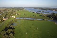 Merwede uiterwaard (Theo van Houwelingen) Tags: kap kiteaerialphotography gorinchem rivier vliegerfoto