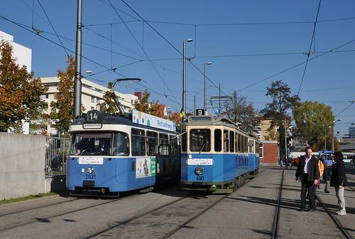 Der D/f-Zug setzte nachmittags eine Runde aus, im Bahnhof 2 wird er dabei von P-Wagen 2021 überholt