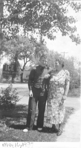 Elvis and Thelma Brassfield in 1937