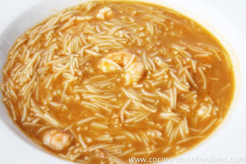 Sopa de langostinos y fideos (1)