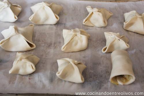 Delicias de morcilla Ríos en costra de hojaldre con coulís de piquillos (10)