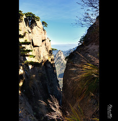 Huangshan - Mind the Gap (Lao An (PhotonMix)) Tags: china autumn mountains nature vertical landscape outdoors nikon asia gap worldheritagesite berge wilderness pinetrees rugged huangshan anhui yellowmountain lightandshade pinien mountainranges anhuiprovince landschaftsaufnahme berglandschaft d7000 photonmix