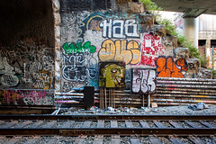 Day 299/365: The Other Side Of The Tracks (B4YK1D5) Tags: habs hab hnr jast enyer zenphonik