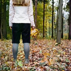 19550003 (Shypu4y_Vozh) Tags: park autumn film girl leaves yellow kodak young 124g belarus yashica minsk happyness 400vc