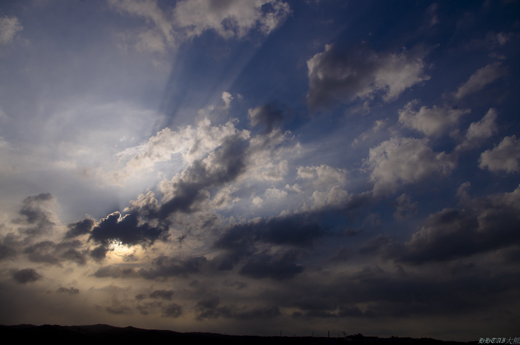 周日下午國道三號苗栗竹南附近的雲與天