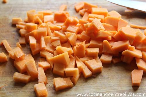 Sopa de cebolla morada con bombones de calabaza. www.cocinandoentreolivos (3)