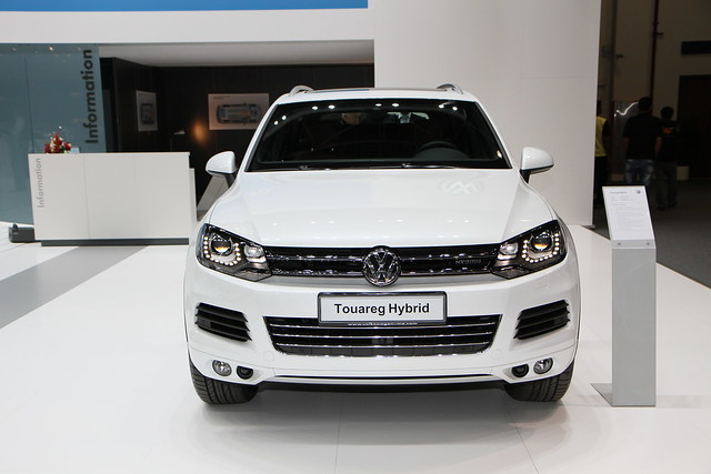 auto show canon volkswagen lens is dubai autoshow international 7d motor usm hybrid efs f28 touareg motorshow 2012 ??? 2011 ???? 1755mm ?????? ????????
