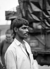 Mumbai, September 1999 (Riverman___) Tags: travel portrait blackandwhite india man blancoynegro film 50mm md minolta 28mm 400 bombay hp5 mumbai ilford fp4 125 x700 f17 rokkor